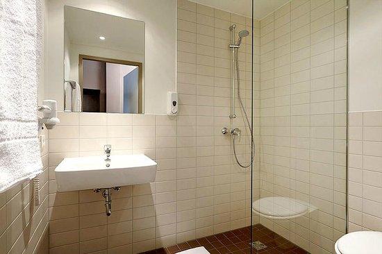 Good Smart Stay Hotel Berlin City: Badezimmer Mit Dusche Und Föhn