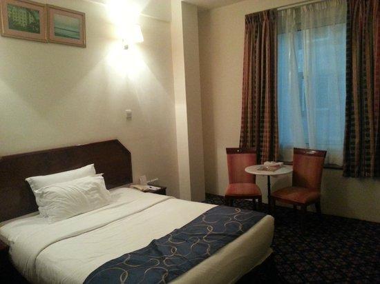 Ramee Guestline Hotel Qurum - Oman: Bed