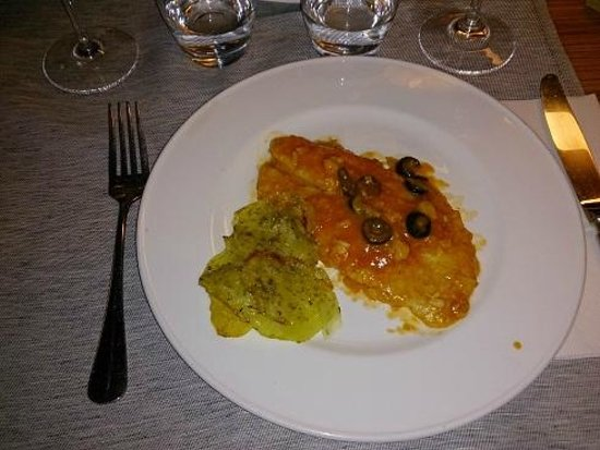 Black Hotel : Filet poisson et 8 lamelles de pomme de terre ...