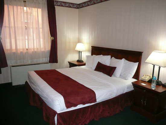 Grand Royale Hotel: room