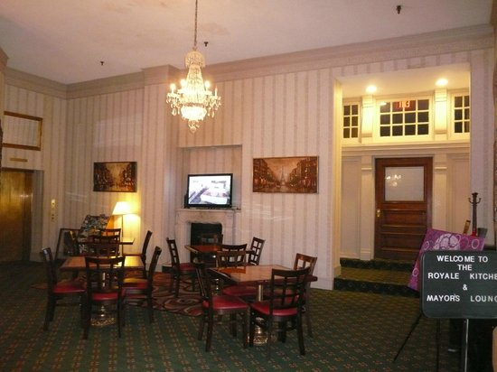Grand Royale Hotel: dining area