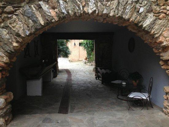 Casa9 Hotel: Central path