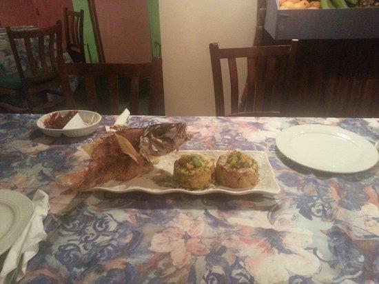 Riqueno Fonda Puertoriquena: Pargo fish with 2 mofongos
