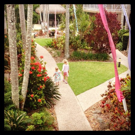 Clearwater Noosa Holiday Apartments: Gardens