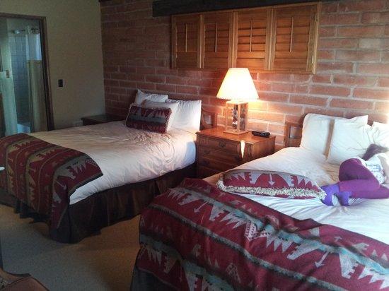 Tanque Verde Ranch: Room 21 bedroom