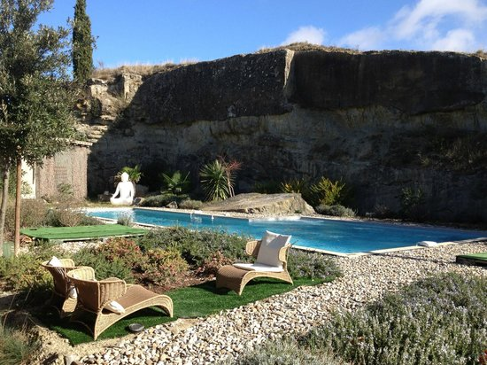 B&B Dochavert: Pool carved into an old quarry