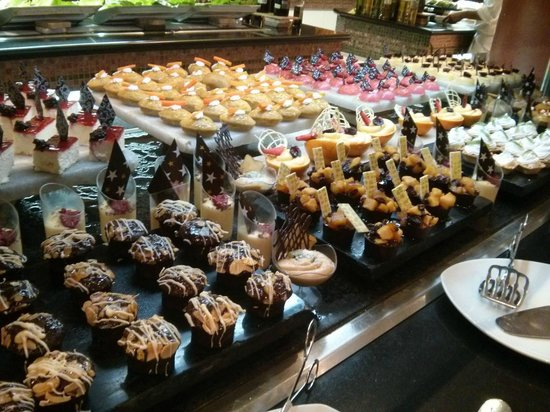 Iberostar Grand Hotel Paraiso: dessert selection