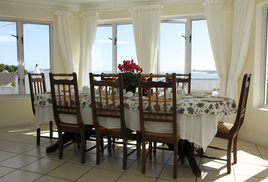 Gordon's Beach Lodge: Breakfast room