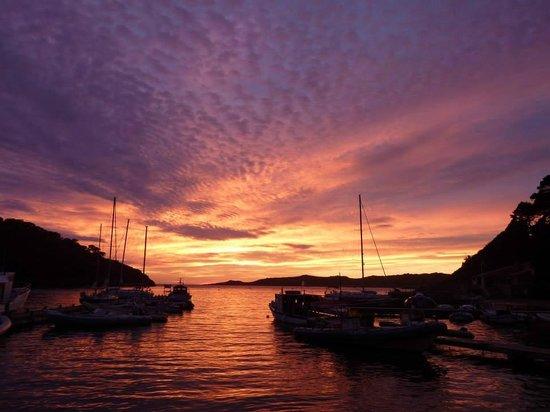 National Park of Port-Cros: coucher de soleil sur le port