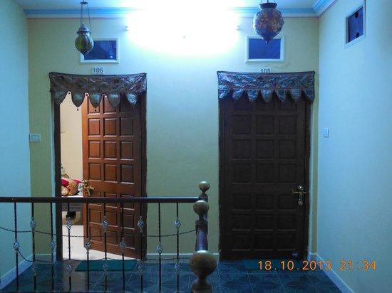 Hotel Palace Height: View of Room 106 and 105