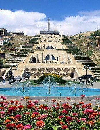Yerevan Cascade : Cascade from the bottom
