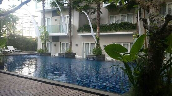 Grand Ixora Kuta Resort: nice swimming pool