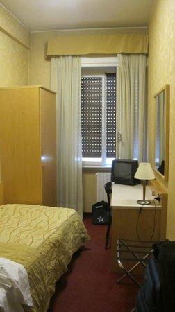 Hotel Sant'Ambroeus: room 203