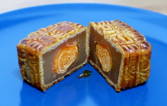 small mooncake from Kee Wah Bakery