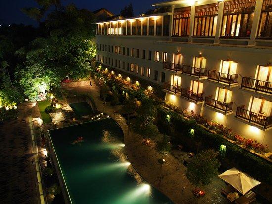 Padma Hotel Bandung: Another night view