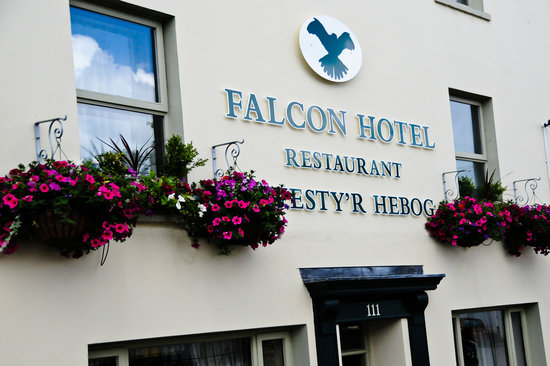 ‪Falcon Hotel and Restaurant‬