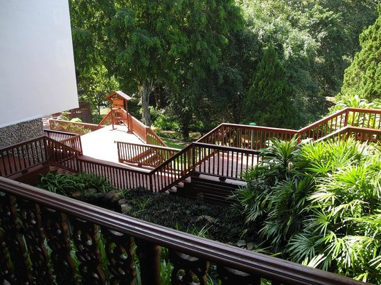 Imperial Mae Hong Son Resort : From reception to Pool Deck