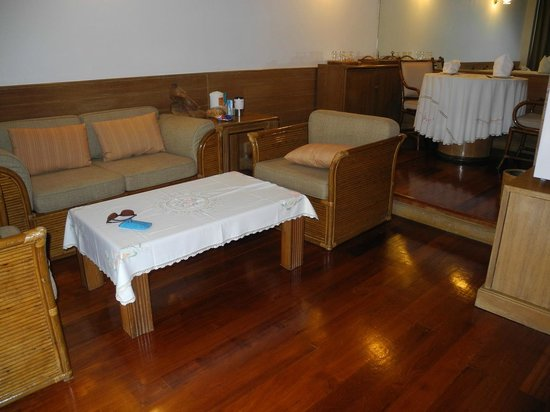 Imperial Mae Hong Son Resort : Sitting and Dining areas from Door