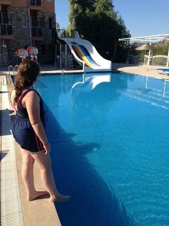 Flora Palm Resort: Poolside