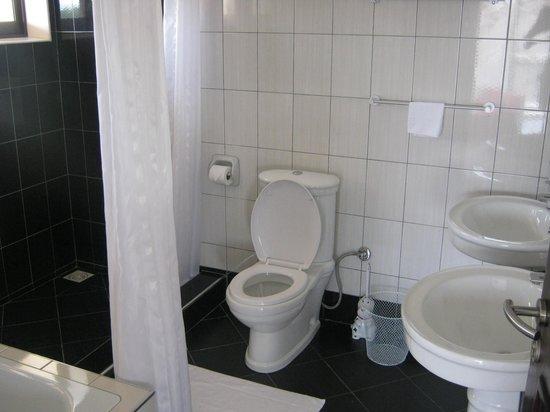 Chez Nous: Wash rooms