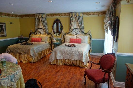 Lake Manor Bed & Breakfast : The William Morris Suite