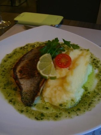Le Bistrot des Vignes: Grilled fish, probably dorade