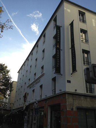 Front facade of Hotel Tourisme Avenue