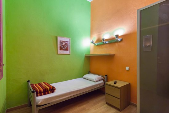 Paraiso Travellers Hostel: Single Room