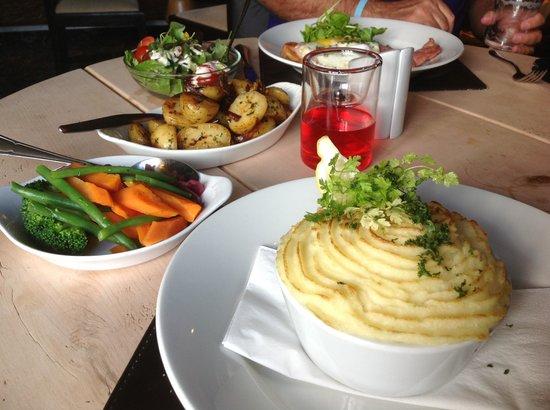 Ye Olde Dun Cow Inn: Homemade Fish Pie and vegetables