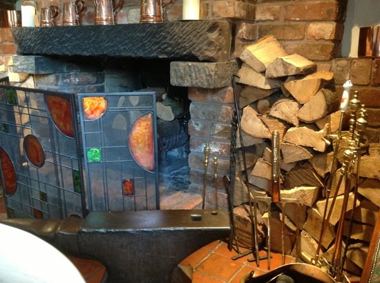 Ye Olde Dun Cow Inn: Log fire ready for cold nights
