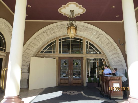 The Driskill : Front entry