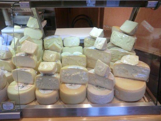Caseificio Broccatelli: formaggi stagionati