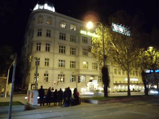 Hotel Furstenhof: Dalla fermata del bus