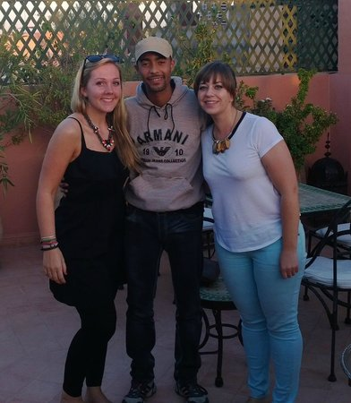 Riad Bamaga Hotel: With Simon - very friendly and attentive staff-member