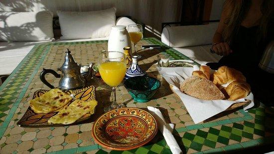 Riad Bamaga Hotel: Delicious French/Moroccan breakfast