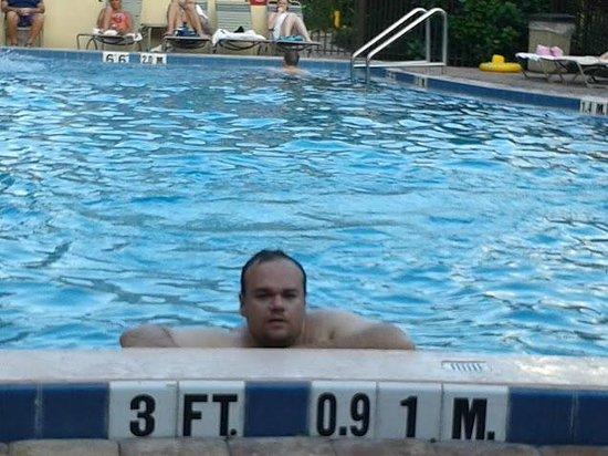 Rosen Inn at Pointe Orlando: relaxando na piscina
