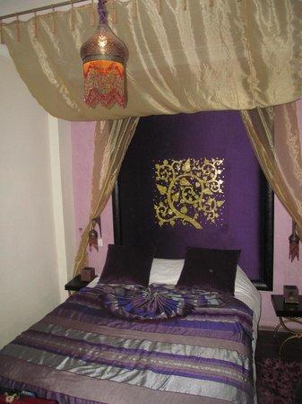 Ryad Amiran: Rubis Room.
