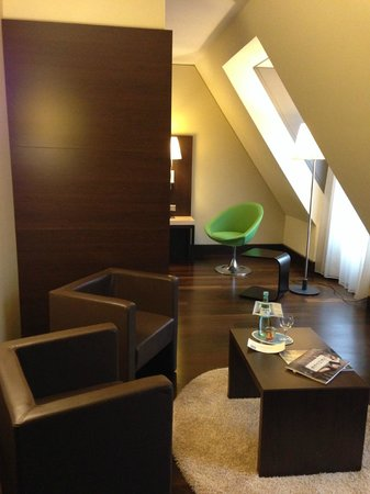 NH Collection Dresden Altmarkt: Lounge area in room #730