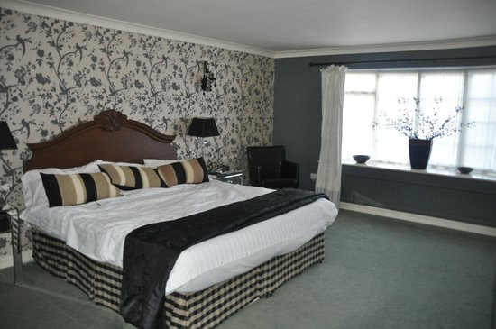 The Feathers Hotel: super king bed .