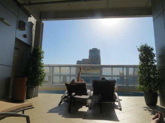 Auris Metro Central Hotel Apartments: Pool