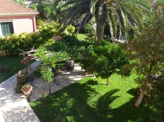 Othonas Apartments : view from our roon of grounds to the front