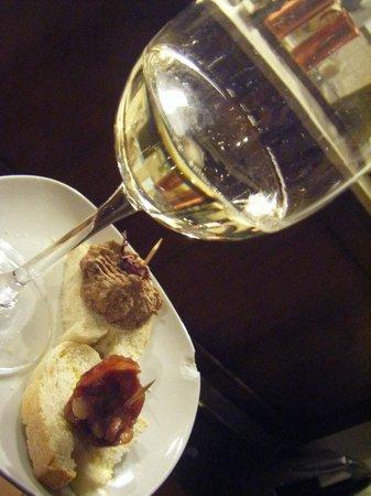 Bar Al Timon: まちをブラブラして入店。皿がチップしてるのがイタリアらしいと(笑)