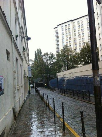 Hôtel de la Mare: need to look for the small signborad of the hotel
