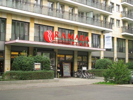 RAMADA PLAZA Berlin City Centre Hotel & Suites: Ramada Plaza - Eingang