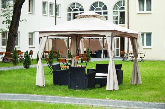 Hotel Holiday Park: Patio