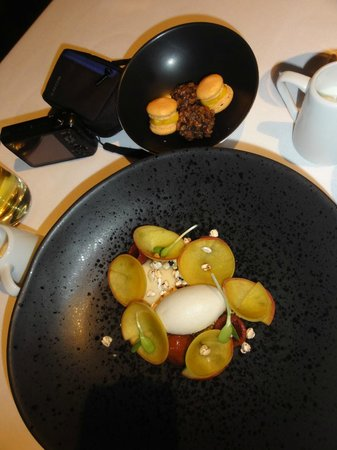 Flying Fish Restaurant & Bar: Dessert - petit fours delicious and ice cream and peaches; yum