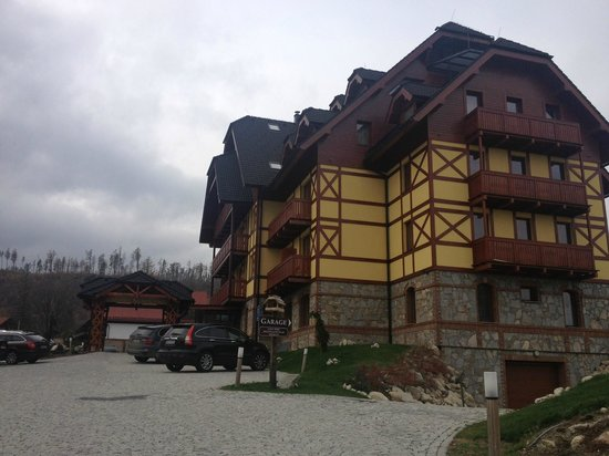 Kukucka Mountain Hotel: View of the hotel from the road