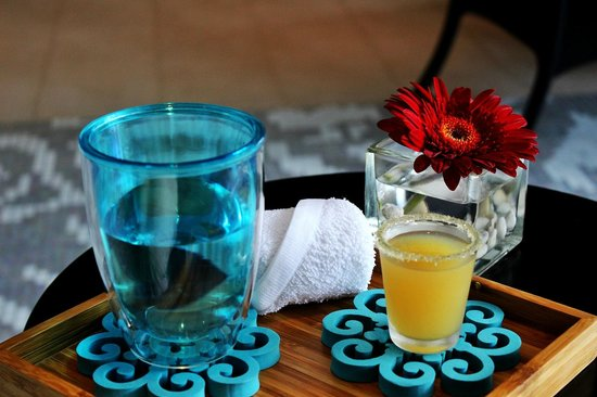 Breeze Spa and Fit Centre at Amari Watergate Bangkok: Welcome drink, with cold towel