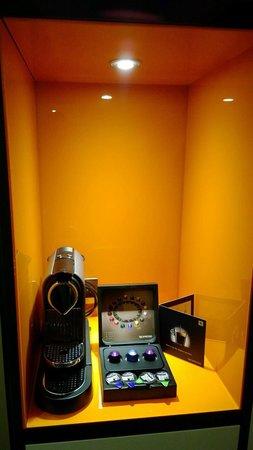 DoubleTree by Hilton London Ealing: Espresso machine in room