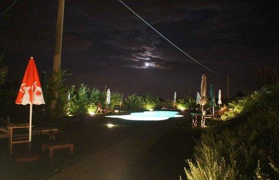 Vittoria - Il Graditempo : piscina di notte